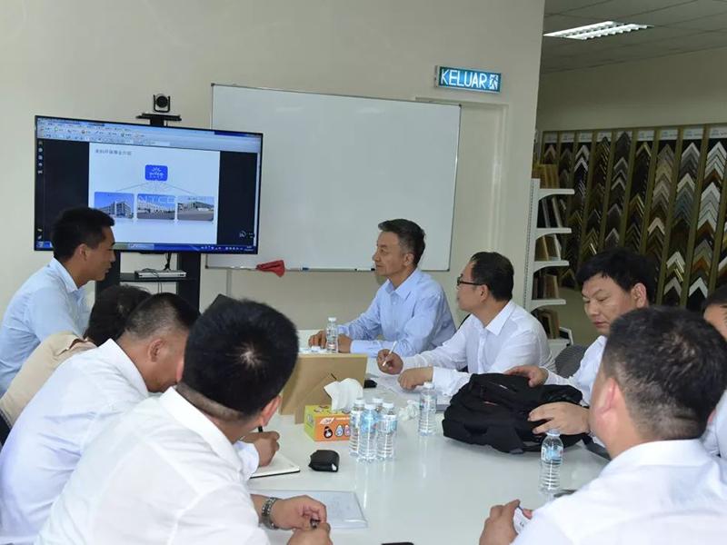代表团成员与英科马来西亚人员展开了交流