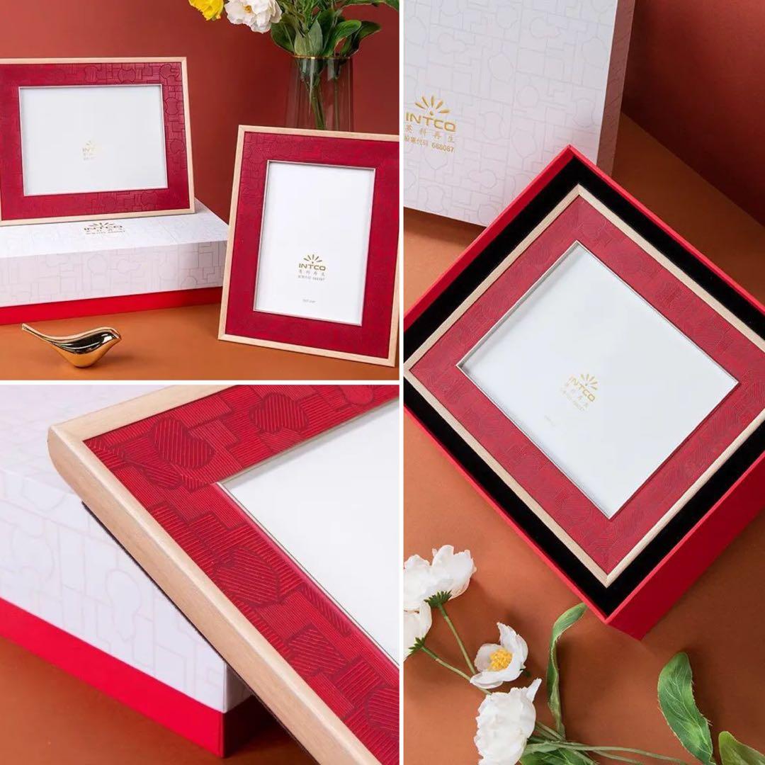 純正的中國紅搭配淺木紋色