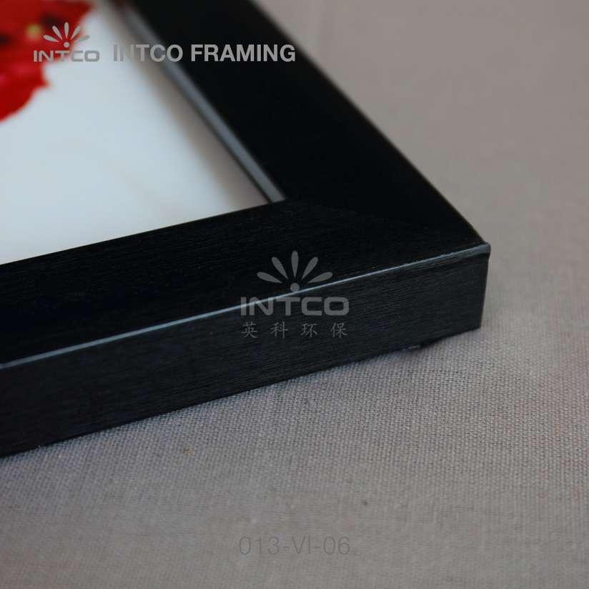 013-VI-06 PS picture frame corner detail