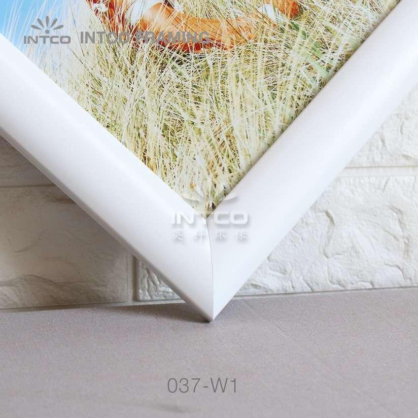 037-W1 PS art frame moulding detail