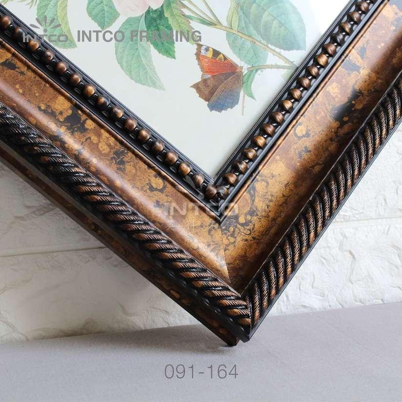 091-164 PS picture frame moulding corner sample