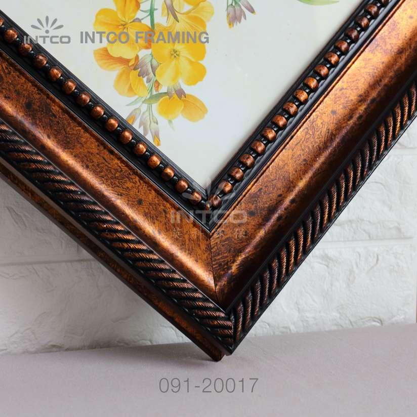 091-20017 PS picture frame moulding corner sample
