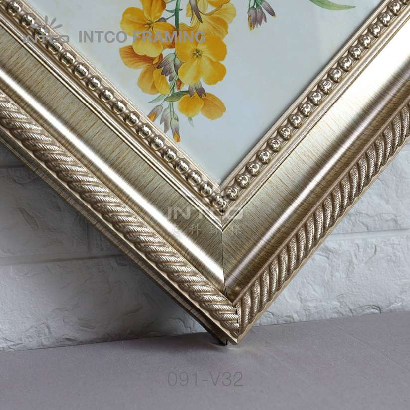 091-V32 PS picture frame moulding corner sample