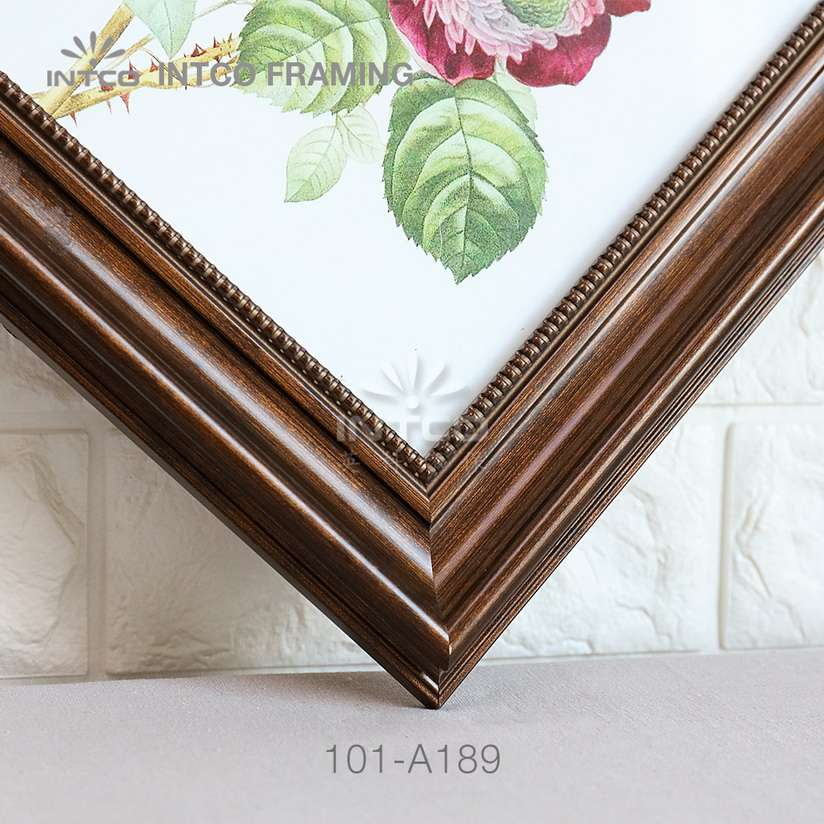 101-A189 PS picture frame moulding detail