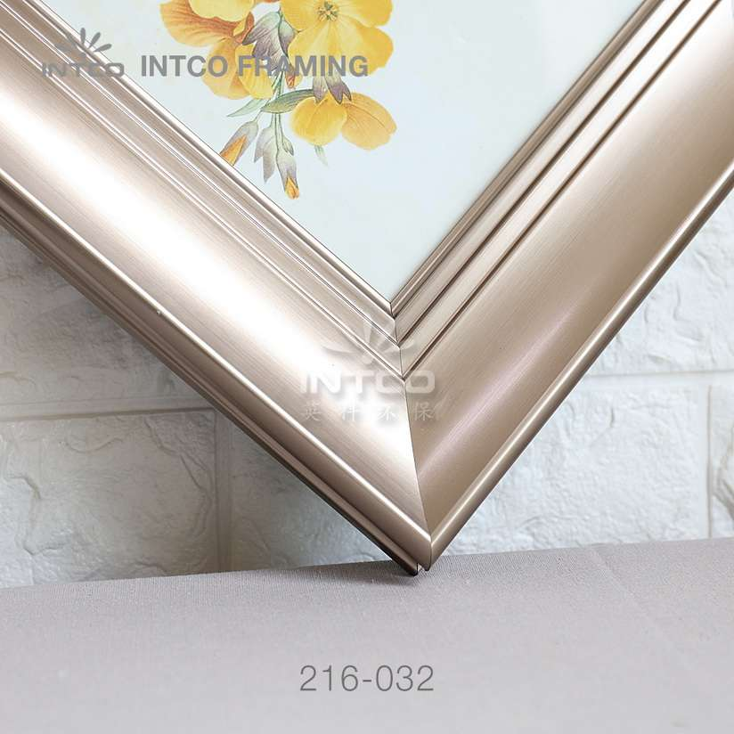 216-032 PS picture frame moulding detail