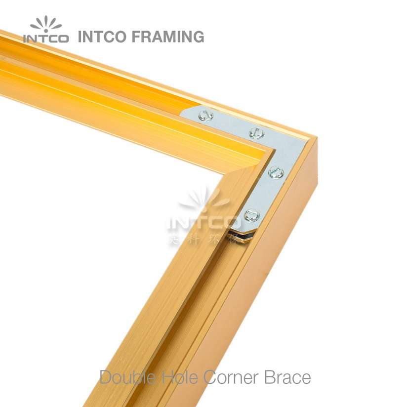 Picture frame using L shapeed plate corner brace